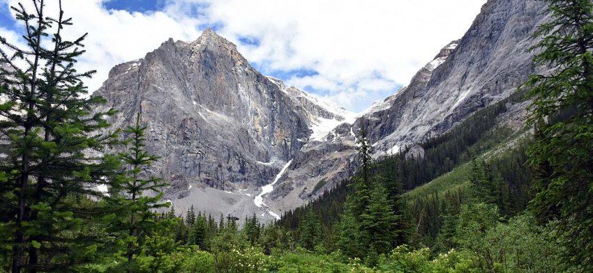 avoid crowds at banff and visit yoho national park