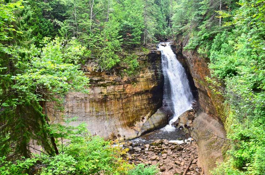 Pictured rocks hiking trails waterfalls