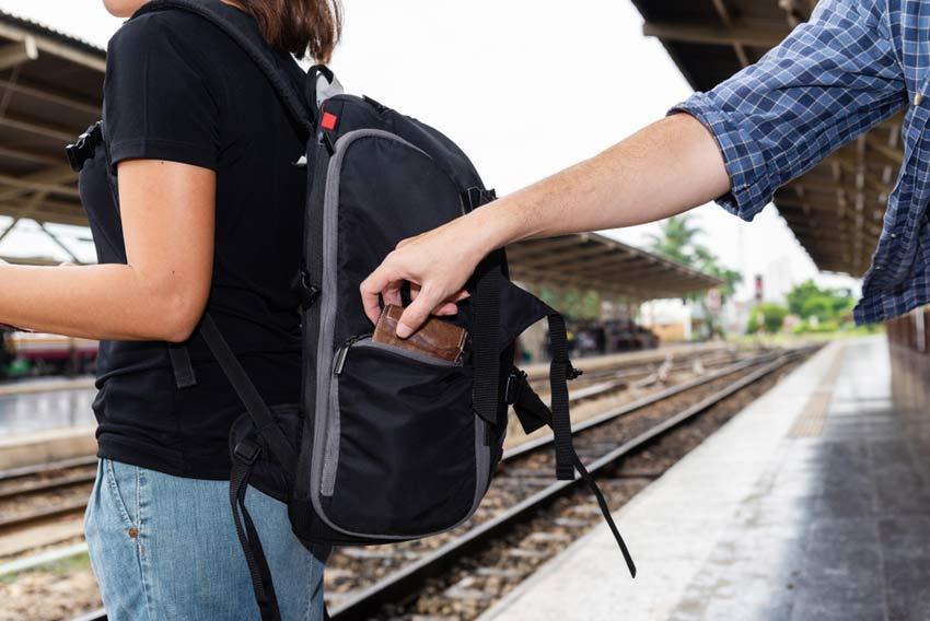 avoid pickpocket thieve europe